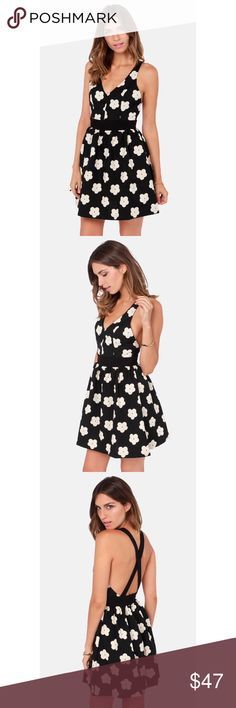 🏁Lulu's🏁 Bloom-Y Tunes Black Floral Print Dress Worn once but still in great condition! Perfect for brunch, day date or any casual or special event Lulu's Dresses Mini