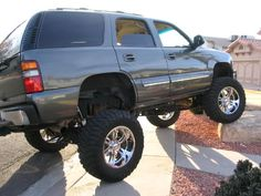 Lifted Chevy Tahoe, Chevy Silverado 1500, Chevrolet Tahoe, Old Pickup Trucks, Lifted Trucks, Chevy Trucks, Camo Truck, Yukon Denali, Suv Cars