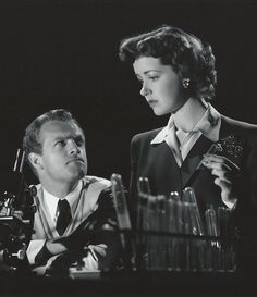 """Van Hefflin, assisted by Marsha Hunt, plays a criminologist investigating the murder of a mayor in """"Kid Glove Killer"""" (Fred Zinnemann, Golden Age Of Hollywood, Hollywood Stars, Classic Hollywood, Old Hollywood, Redhead Actors, Faith Domergue, Van Heflin, Fred Zinnemann, Old Film Posters"""