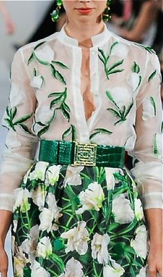 May be a bit too much, and would probably prefer it in a different colour, but it's alright, I suppose. Fashion Details, Love Fashion, Runway Fashion, High Fashion, Fashion Beauty, Womens Fashion, Fashion Design, Fashion Ideas, Lesage