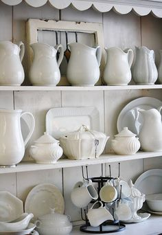 Ironstone Pitchers - The Farmhouse Porch: Happiness is Hot Tea and a Sunny Patch White Dishes, White Pitchers, Vintage Design, Vintage Style, Farmhouse Chic, Decoration Table, Vintage Home Decor, Interior Decorating, Hutch Decorating