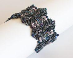 Lacy Beaded Bracelet with Crystals in Fuchsia door SmadarsTreasure