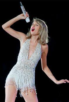  burton to this taylor Taylor Swift Country, Taylor Swift Hot, Taylor Swift Concert, Long Live Taylor Swift, Taylor Swift Pictures, Taylor Swift Style, Samba, Taylors, Hot Girls