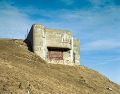Great shots of some Swiss fallout shelters. Very artful the way they were designed to blend in with the landscape. More info and pics below. Bunker Hill Los Angeles, Bunker Hill Monument, Doomsday Bunker, Underground Bunker, Fortification, History Facts, Abandoned, Military, Landscape