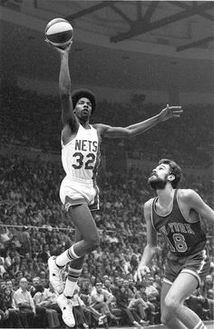 Julius Erving & Phil Jackson just playing basketball like legends.I enjoyed watching Dr. Got to see him for the time with the ABA Basketball Tricks, I Love Basketball, Basketball Legends, Basketball Players, Basketball History, College Basketball, Soccer, Nba Stars, Sports Stars
