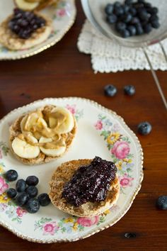 Magical Blueberry Vanilla Chia Seed Jam from Oh She Glows Chia Jam Recipe, Whole Wheat English Muffin, Jam Sandwiches, Clean Eating Desserts, Eating Clean, Vegan Desserts, Vegan Food, Vegan Substitutes, Blueberry Jam