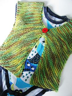 Vinkel is a baby cardigan with a funny construction - Yarn Madness