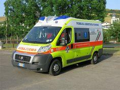 Ambulanza FIAT classificata P 07 - Svolge servizi di emergenza, e trasporti sociali all'occorrenza.