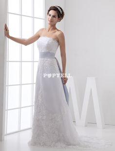 #robe #mariée Robe de mariage fourreau blanche décolletée en cœur