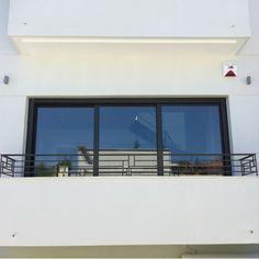 Nikolas Dorizas Architect, Tel: +30.210.4514048 Address: 36 Akti Themistokleous – Marina Zeas, Piraeus 18537 Αναστήλωση παλαιάς πολυκατοικίας στην Ακρόπολη και μετατροπή σε αφαιρετική μονοκατοικία για ένα ζευγάρι από το Αρχιτεκτονικό Γραφείο του Νικόλα Ντόριζα. Flat Screen, Arch, Blood Plasma, Longbow, Flatscreen, Wedding Arches, Dish Display, Bow, Arches