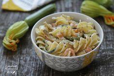 Pasta+fredda+con+zucchine+e+salmone+allo+yogurt