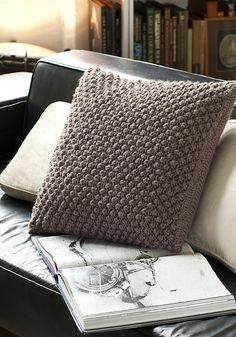 vogue, knit pillows pattern, vogu knit, crochet, knitted pillow patterns, daisies, pillow covers, throw pillows, yarn