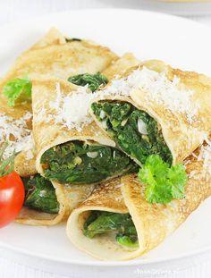 Naleśniki ze szpinakiem.  Pancakes with spinach. Spanakopita, Wok, Ricotta, Food And Drink, Ethnic Recipes, Lugares, Woks