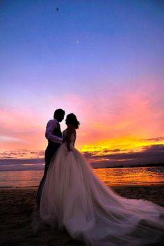 マジックアイランド ハワイ17 Sunset Wedding, Seaside Wedding, Hawaii Wedding, Wedding Bride, Dream Wedding, Beach Wedding Photography, Couple Photography, Bridesmaids And Groomsmen, Wedding Photoshoot