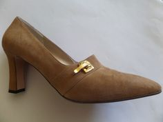 ST.JOHN Suede Heels Shoes Size-8.5 B Beige Made in Italy  Very Good! #StJohn #PumpsClassics