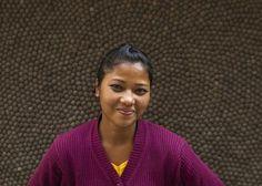 Artesana Sangita Chowdhari. Aproximadamente la mitad de nuestro #equipo en Nepal se dedica a la elaboración de bolas de #fieltro, mientras que la otra mitad se encarga de fabricar las alfombras. Varios miembros del equipo ejercen labores de #enseñanza, control de calidad, supervisión y recogida del producto. Si quieres, puedes enviarle un correo electrónico para felicitarla por el esfuerzo y mimo puesto en la elaboración de tu #alfombra…