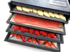Déshydrater les fraises dans tous ses états : cuir de fruits, chips de fraises, fraises séchées ! A déguster sans modération