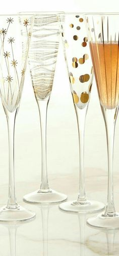 Champagne flutes to toast in the New Year Wine Craft, Painted Wine Glasses, Bar Accessories, Champagne Glasses, Bottle Art, Modern Decor, Decoration, Glass Art, Bubbles