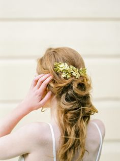 Pretty gold leaf accessory: http://www.stylemepretty.com/destination-weddings/2016/04/04/rustic-dutch-wedding-inspiration/ | Photography: CHYMO & MORE - http://www.chymomore.com/