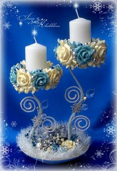 Create original Christmas decorations with wire as the main material. Rustic Candle Centerpieces, Candle Arrangements, Pillar Candles, Floral Arrangements, Christmas Candle Decorations, Christmas Candles, Christmas Crafts, Wedding Decorations, Christmas Ornaments