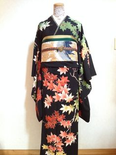 Spring and Fall Leaf Motif Kimono Japanese Yukata, Traditional Japanese Kimono, Japanese Textiles, Traditional Fashion, Japanese Outfits, Japanese Fabric, Traditional Dresses, Motif Kimono, Kimono Design