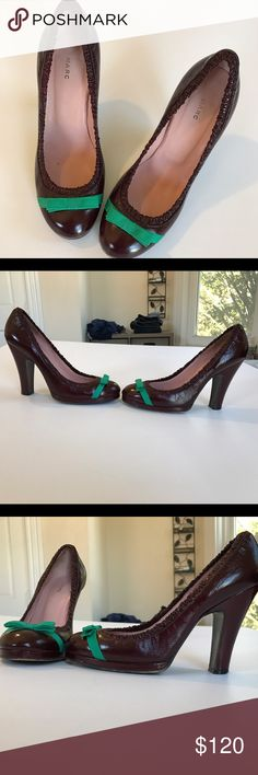 Adorable Marc Jacobs patent leather pumps Super cute pumps in a deep red / wine color adorned with a green bow. Patent leather and in perfect condition. Only signs of wear is the sole, everything else looks brand new. These shoes are gorgeous, almost vintagy, and would go with anything. Dress them up or casualize them. Marc Jacobs Shoes Heels