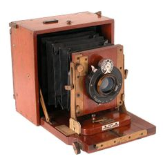 Gandolfi, London Field camera  quarter-plate, mahogany with brass trim, Aldis Anastigmat lens f/6.4 7.5in and universal shutter.    Year: 1894