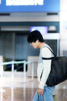 Yonghwa - 141107 CNBLUE at Incheon Airport from Osaka