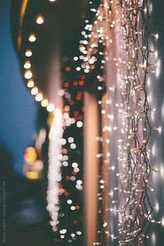 Christmas lights by Alexey Kuzma for Stocksy United - Background images hd - Wallpaper Wallpaper Natal, Look Wallpaper, Xmas Wallpaper, Aesthetic Iphone Wallpaper, Aesthetic Wallpapers, Iphone Wallpaper Lights, December Wallpaper, Phone Wallpapers, Christmas Wallpaper Iphone Tumblr
