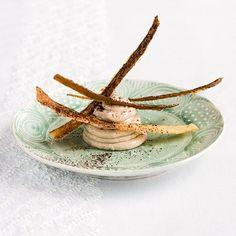 Recettes de chefs : Crémeux de marrons au cacao, tuiles croustillantes à la fleur de sel  Crémeux de marrons au cacao, tuiles croustillantes à la fleur de sel, par Yves Camdeborde, chef du comptoir du Relais