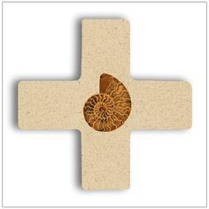 Kreuz mit Ammonit.