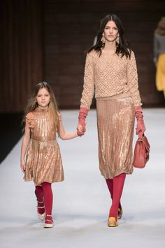 Elisabetta Franchi Milano - Spring Summer 2018 Ready-To-Wear - Shows - Vogue. Fashion Week, Look Fashion, Kids Fashion, Winter Fashion, Fashion Show, Womens Fashion, Street Fashion, Betty Blue, Burgundy Fashion