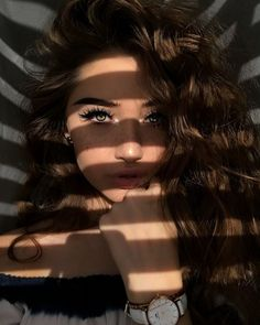 Ideas Makeup Inspiration Photoshoot Make Up Creative Portrait Photography, Tumblr Photography, Creative Portraits, Girl Photography Poses, Creative Selfie Ideas, Makeup Photography, Girl Photo Poses, Girl Photos, Shotting Photo