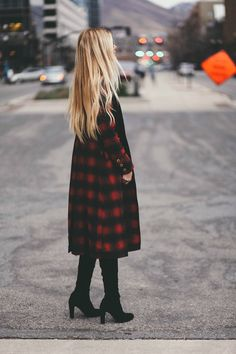 Viking in Tartan.looks like my daughter Aimee! Looks Chic, Looks Style, Style Me, Winter Wear, Autumn Winter Fashion, Zendaya, Barefoot Blonde, Plaid Coat, Plaid Dress
