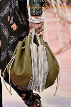 Spring 2020 Bag and Purse Trends - Best Bags for Spring 2020 Trending Handbags, Spring Bags, Stylish Handbags, Women's Handbags, Best Bags, New Bag, Leather Pouch, Leather Bags, Jewelry Trends