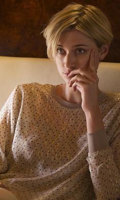 Elizabeth Debicki with Soft Gallery Anouck Speckled Sweatshirt in The Night Manager