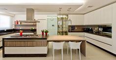 Cozinha gourmet com cadeira Branca