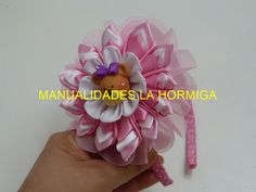 Flowers kanzashi bows,  paso a paso de flores en tela raso kanzashi https://www.youtube.com/watch?v=KolZQHFLWYk