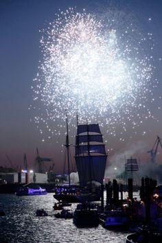 blue port hamburg cruise days segelschiff feuerwerk http://abendfarben.wordpress.com/?s=blue+port