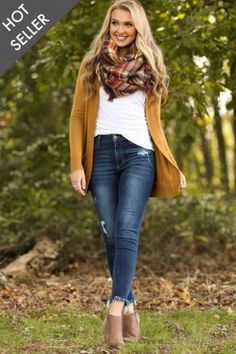 Cozy Commitment Camel Cardigan at applepickingoutfit Simple Fall Outfits, Fall Outfits For Work, Fall Fashion Outfits, Casual Winter Outfits, Mode Outfits, Autumn Fashion, Womens Fashion, Cozy Fashion, Edgy Outfits