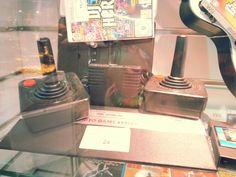 Consolas de juegos ---- también antiguas pero que funcionan. Juegos aparte