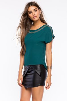 Блуза Размеры: S, M, L Цвет: бежевый, ярко-синий, зеленый, малиновый Цена: 1217 руб.  #одежда #женщинам #блузы #коопт