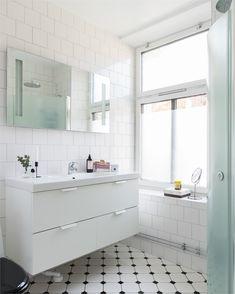 Fastighetsförmedlingen för dig som ska byta bostad Beautiful Bathrooms, Bath Time, Scandinavian Style, Double Vanity, Alcove, Bathtub, Twins, Vintage, Houses