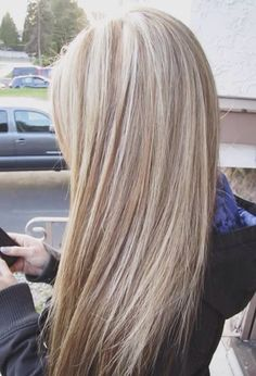 Nice flowing long Blonde hair style. Very good use of color.