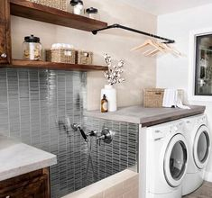 38 Functional And Stylish Laundry Room Design Ideas To Inspire Have a look at this incredible collection of laundry room design ideas that are functional, stylish and full of inspiration. - 38 Functional And Stylish Laundry Room Design Ideas To Inspire Laundry Room Remodel, Laundry Room Organization, Laundry Room Design, Laundry Rooms, Organization Ideas, Laundry Closet, Mud Rooms, Laundry Hanger, Garage Laundry