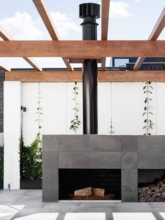 Making room to move from the inside out, these indoor outdoor spaces demonstrate how to bring together interior and exterior living areas. Outdoor Rooms, Indoor Outdoor, Outdoor Living, Outdoor Kitchens, Outdoor Lounge, Outdoor Ideas, Outdoor Fireplace Designs, Modern Outdoor Fireplace, Backyard Fireplace