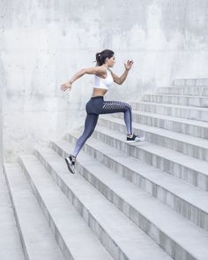 A health and fitness program unlike any other. Get a totally new workout and meal plan every work day when you join the QUEENTEAM. Running Pose, Running Photos, Running Inspiration, Fitness Inspiration, Alexia Clark, Estilo Fitness, Fitness Photoshoot, Workout Aesthetic, Fitness Photography