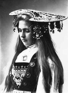 Norwegian Sunday: Bridal Crowns – Part V, Photography Printable Designs, Printables, Folk Costume, Costumes, Bridal Crown, Norway, Folk Art, Vintage Fashion, Crowns