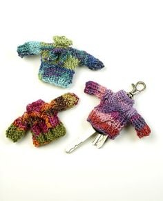 Free pattern: knitted wardrobe for your keys