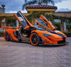 The McLaren held the world record for the fastest production car in the world for many years. The car was first produced in 1992 and still looks great today. Fast Sports Cars, Exotic Sports Cars, Super Sport Cars, Exotic Cars, Super Fast Cars, Bugatti Cars, Lamborghini Cars, Mclaren Cars, Mclaren P1